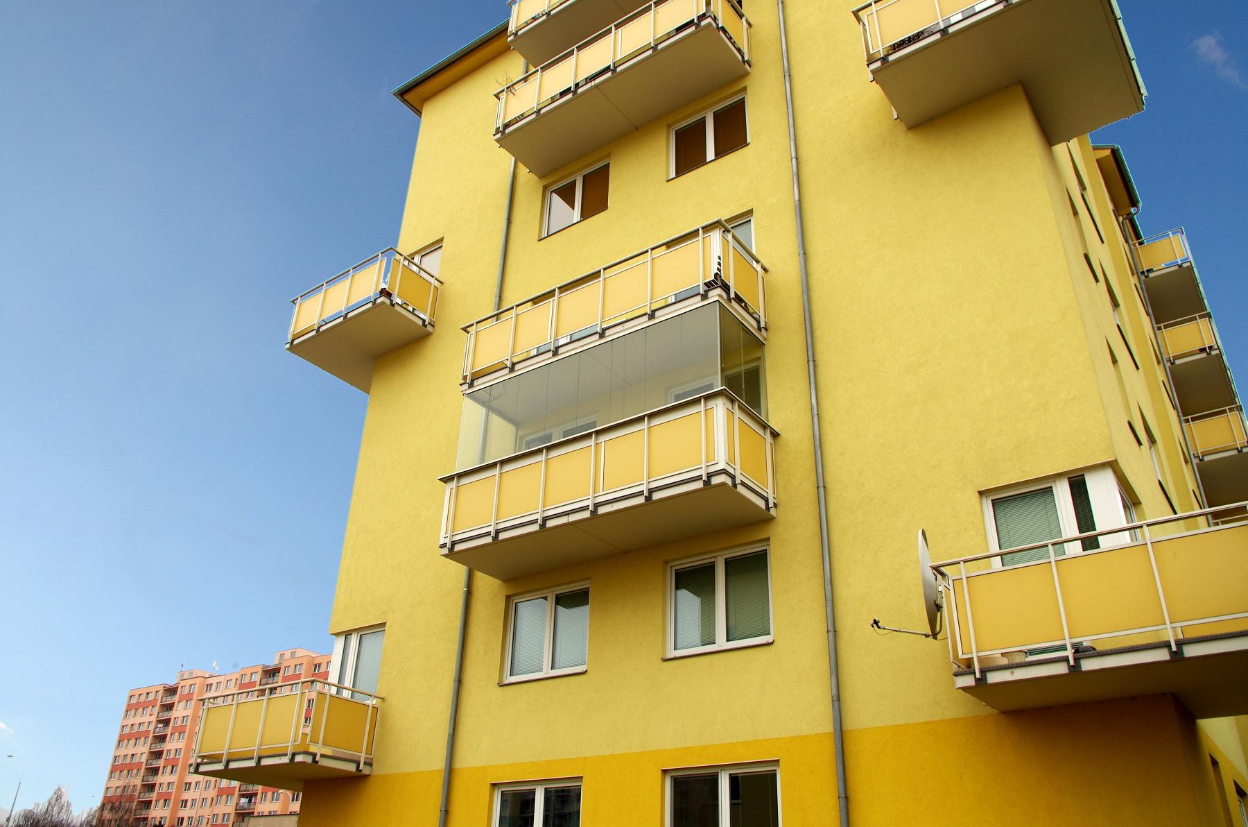 Akce do konce února – 10% sleva na zasklení balkónu!